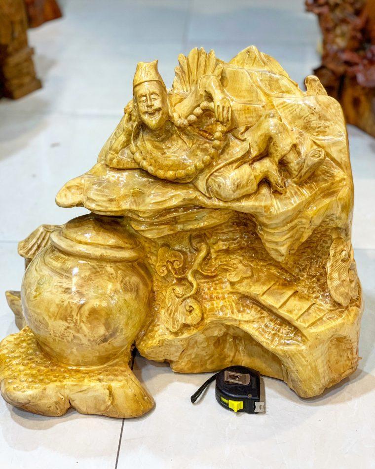 Tượng tế công gỗ nu kháo