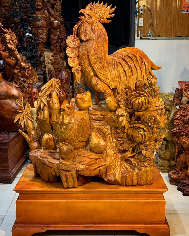 Gà gia đình gỗ hương